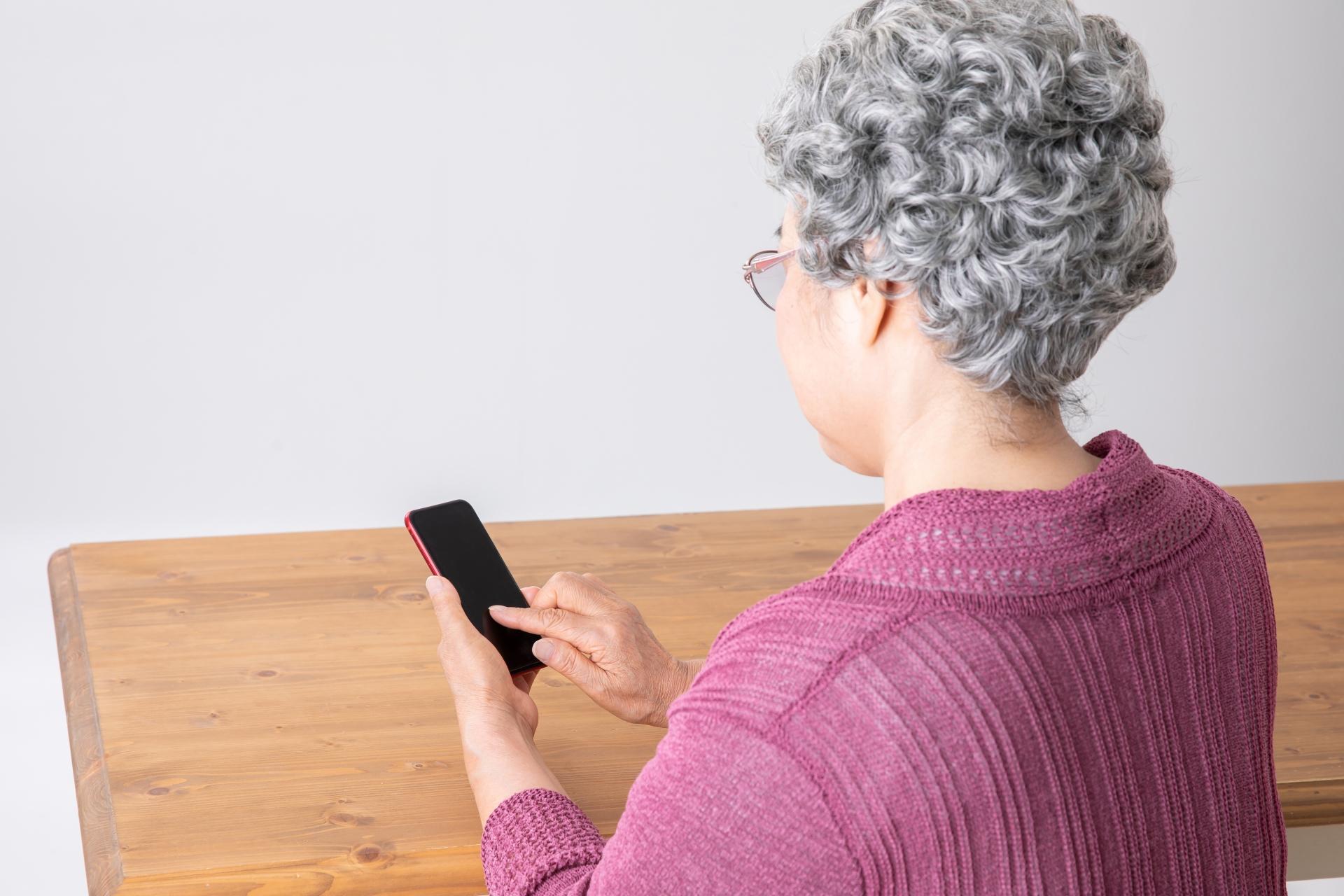 シニア世代のSNS利用率、ナンバー1はLINE【デジタルシニア調査レポート】